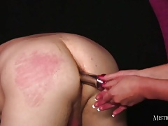 Super hot domme fucks pussy..