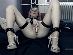 Extremt  girl cuffed..